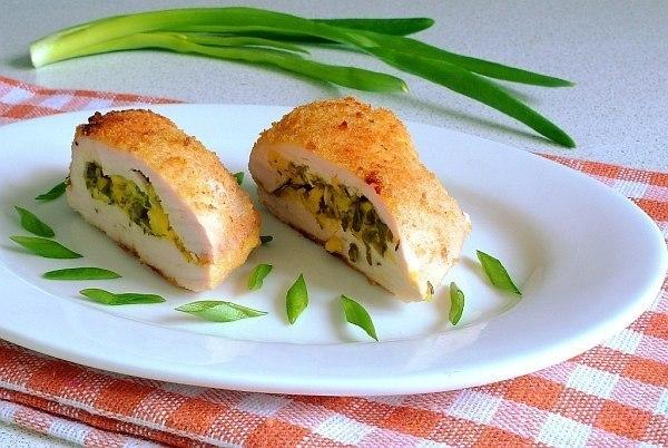 Куриное филе с творогом и зеленью