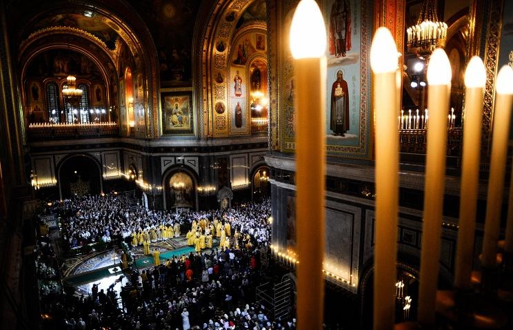 ТАСС: В храме Христа Спасителя состоялось торжественное ночное богослужение