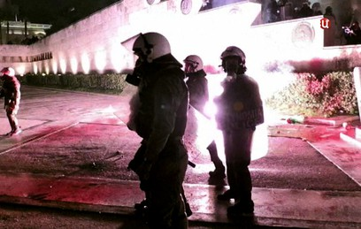 Греческая полиция применила слезоточивый газ против демонстрантов