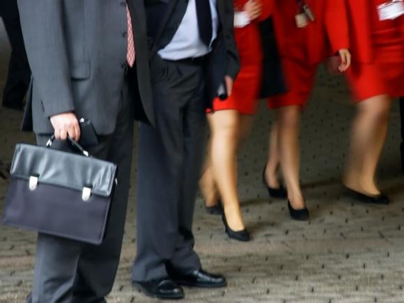 Женщинам велено работать еще больше