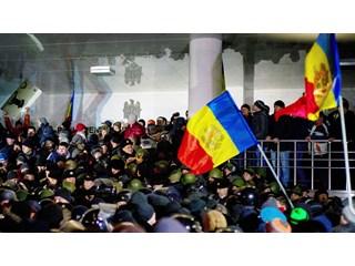 "Молдавия. ""Мягкий"" переворот?.. Молдавия без Додона: КС разрешил принимать решения в обход президента"