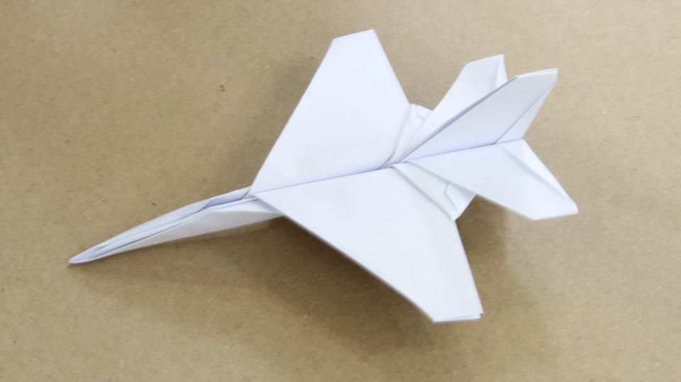 Бумажный самолет своими руками фото