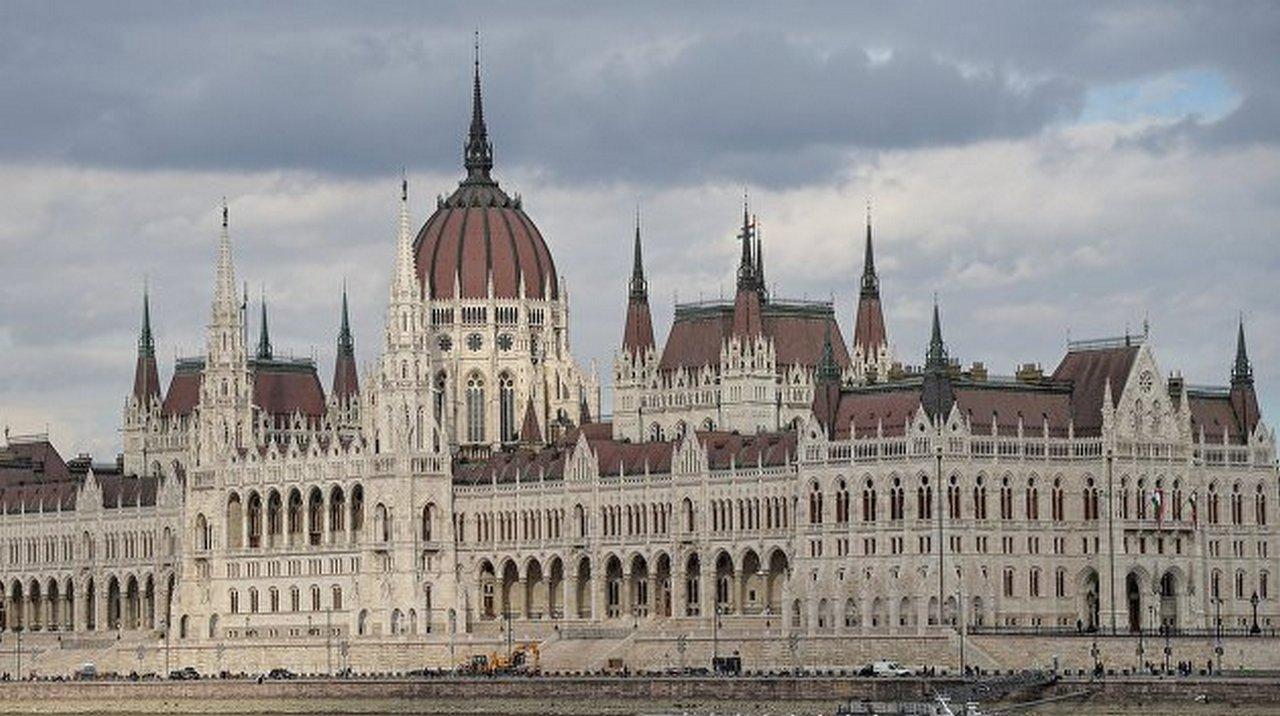 Венгрия продолжает мстительно вставлять Украине палки в колеса
