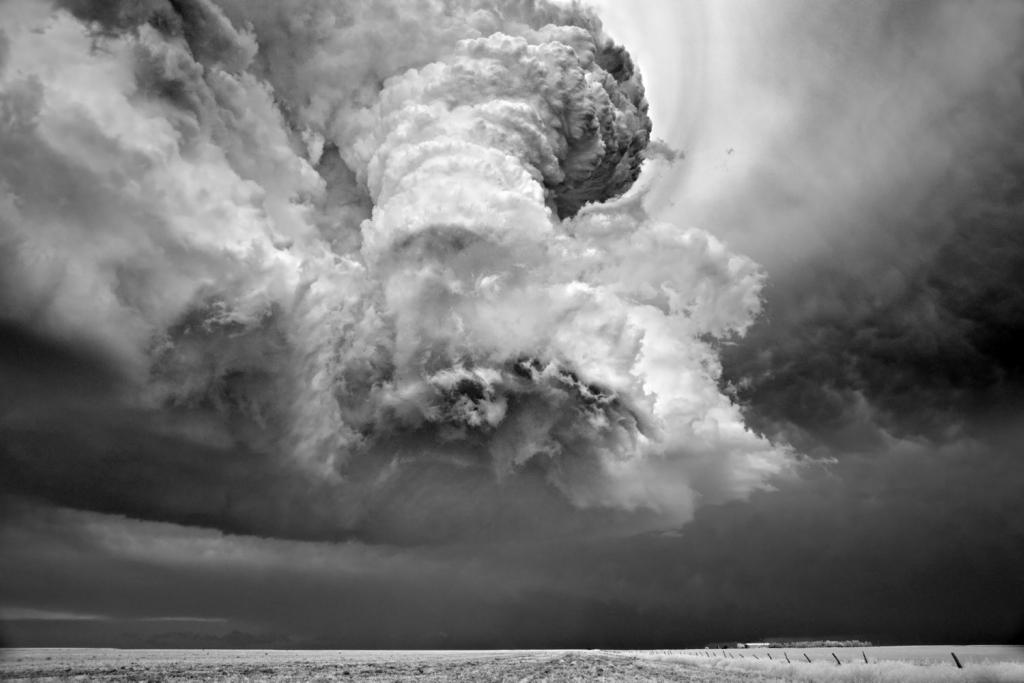 8136 Ураганы и смерчи в фотографиях