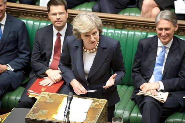 Мэй преодолела вотум недоверия иобещает осуществить Brexit