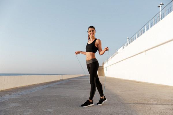 Почему женщинам вредно прыгать соскакалкой