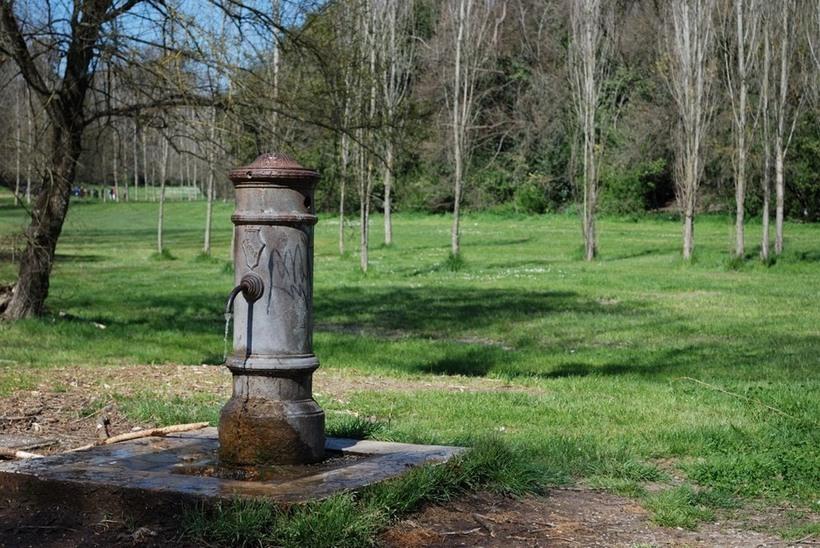 Почему в Риме можно не покупать воду: питьевые фонтаны, из которых течет чистая вода