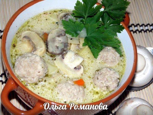 Суп с фрикадельками, грибами и плавленым сырком