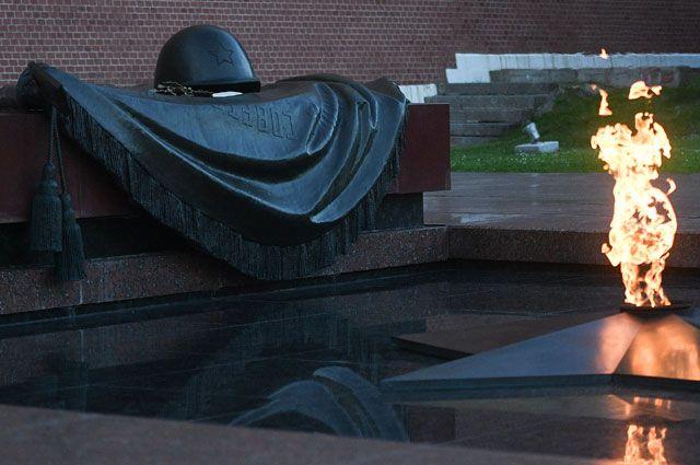 В День города Собянин возложил венки к Могиле Неизвестного солдата