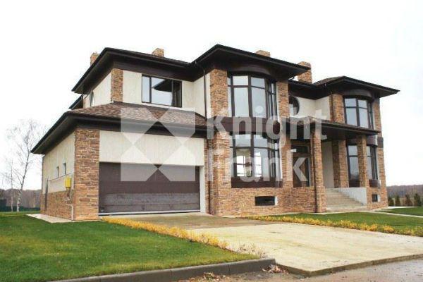 Вслед за квартирой Тарасов продает дом, который покупал вместе с Бузовой