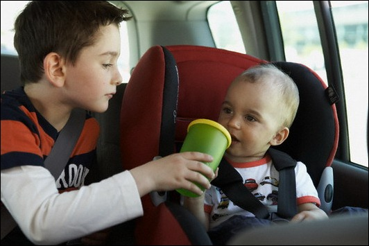 Ребенка укачивает в машине: что делать?