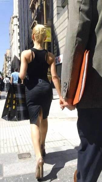 Симпатичные девушки на прогулке
