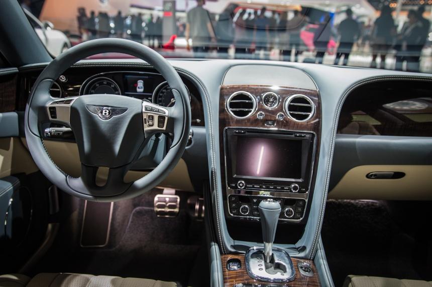 Парижский автосалон — 2014: как люксовые автобренды сближают людей