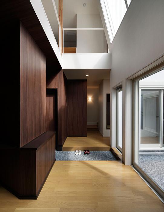 Удивительно открытый к внешней среде интерьер здания Hansha Reflection в Нагое