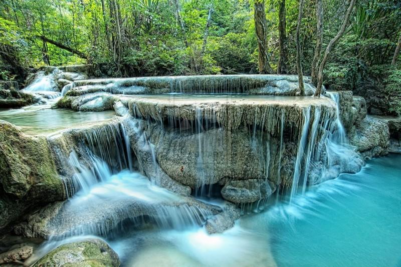 Водопад Эраван (Erawan). Многие считают этот водопад самым красивым в Таиланде. Он находится на территории национального заповедника. Специально брать экскурсию на него я бы не рекомендовал. Все таки далековато от Паттайи. kwai, thailand, паттайя, река квай, тайланд