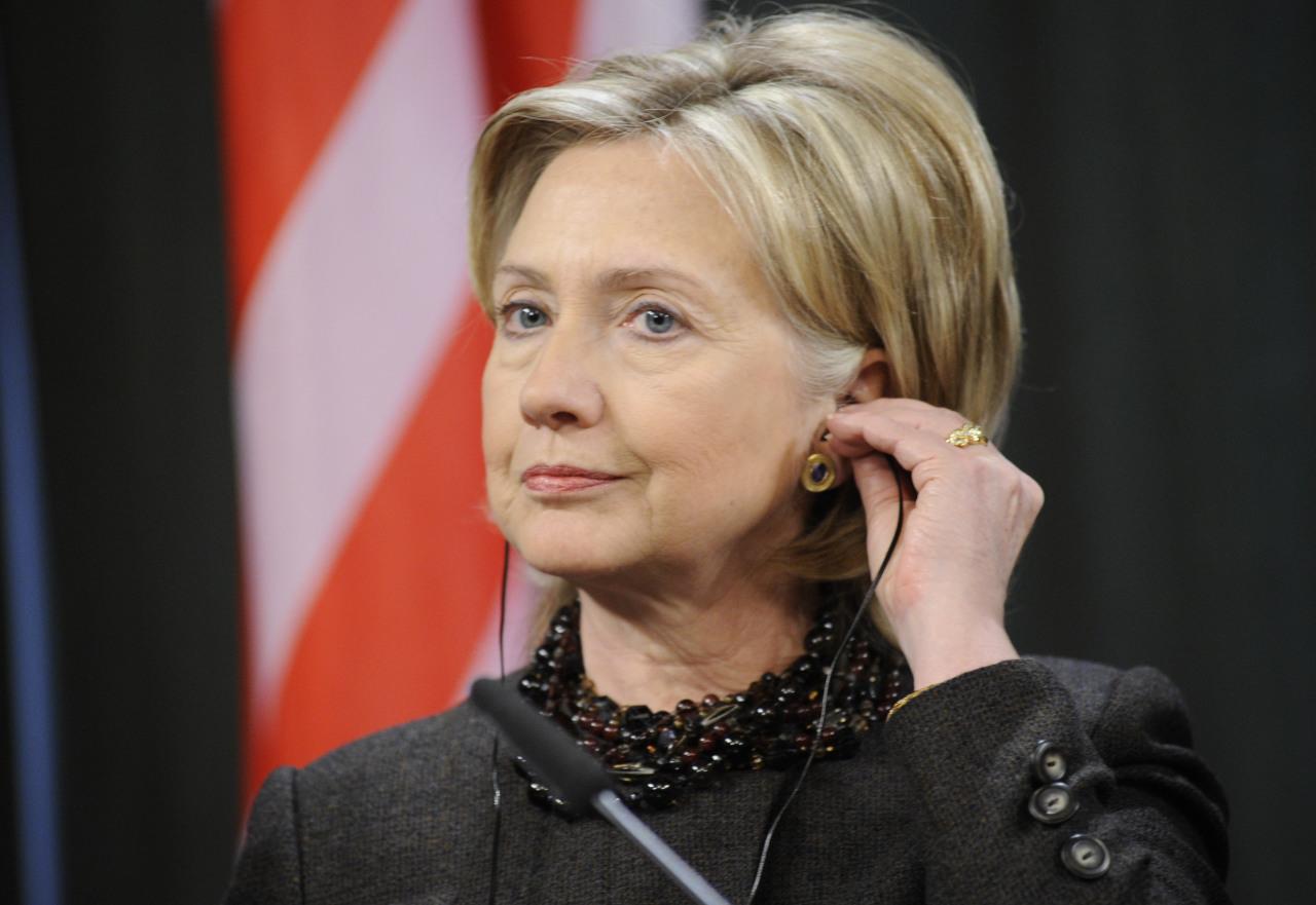Она не может позволять себе такие высказывания - Захарова про Клинтон