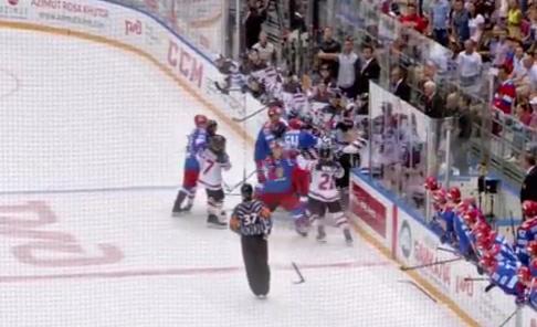 Массовая драка сборных России и Канады по хоккею попала на видео