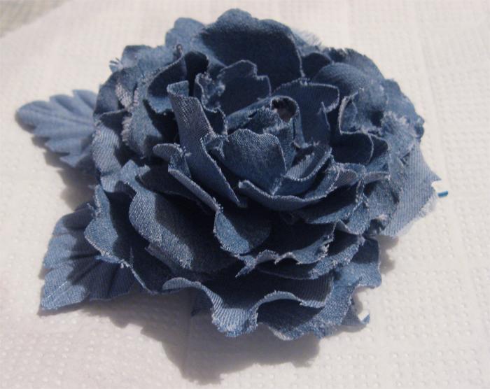 Цветок из джинсовой ткани своими руками