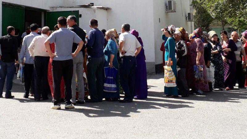 Туркменистан: Хлеб по паспорту, очередь за мукой занимают за месяц