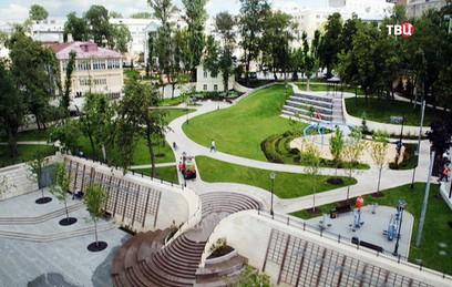В Большом Спасоглинищевском переулке открыли благоустроенный сквер