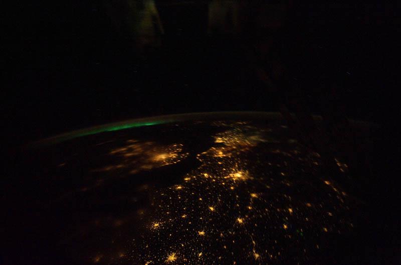 2410 Ночь на планете: 30 фото из космоса