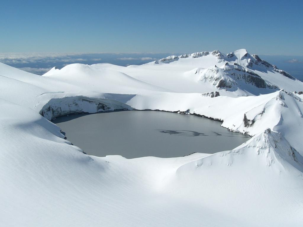 Кратерное озеро, вулкан Руапеху, Новая Зеландия.