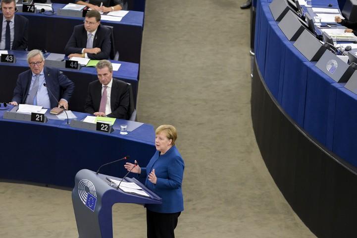 """Меркель заявила о необходимости создания """"европейской армии"""""""