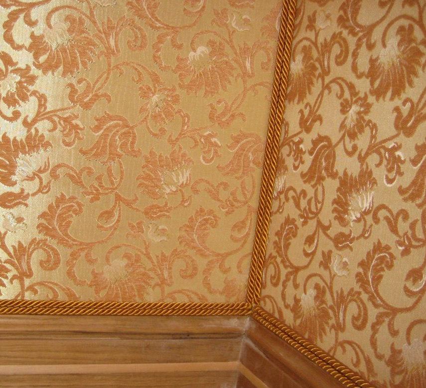 Как наклеить ткань на стену
