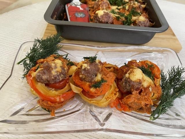 Фото к рецепту: Макаронные гнёзда с фаршем  в духовке