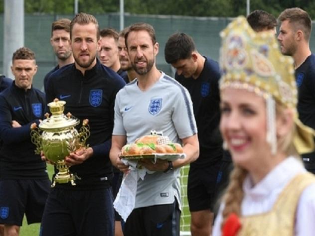 Сборная Англии отказалась от встречи в аэропорту и тренировки в Волгограде