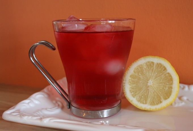 Холодный красный чай с имбирем