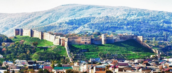 Нет. Это крепость Нарын-кала в Дербенте.
