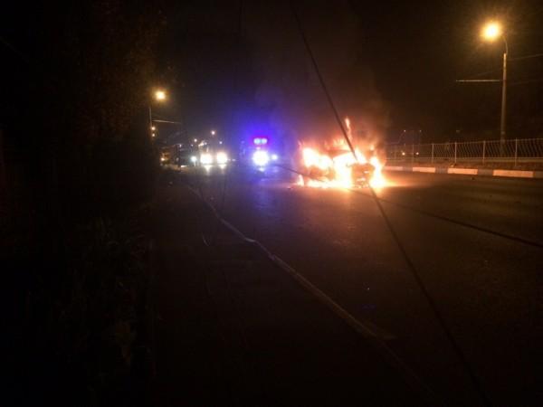 В Крыму ночью горела машина …