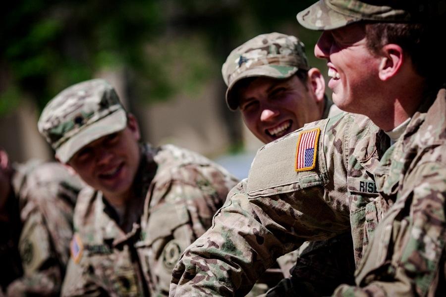 Военные из США разорвали флаг Литвы