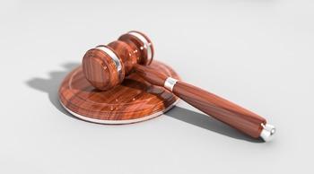 Житель Москвы явился в суд с пистолетом