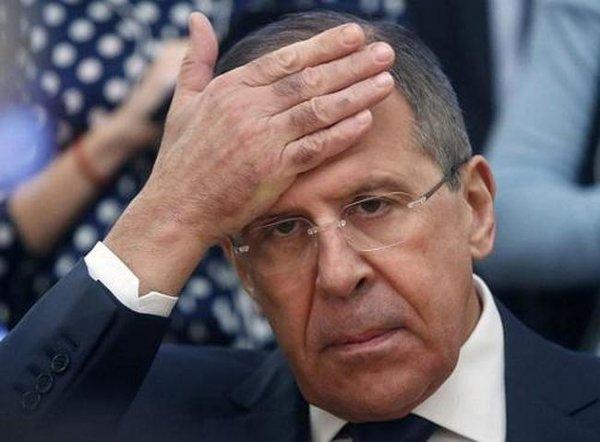 Маневр провалился: новых дипломатов из РФ не пускают
