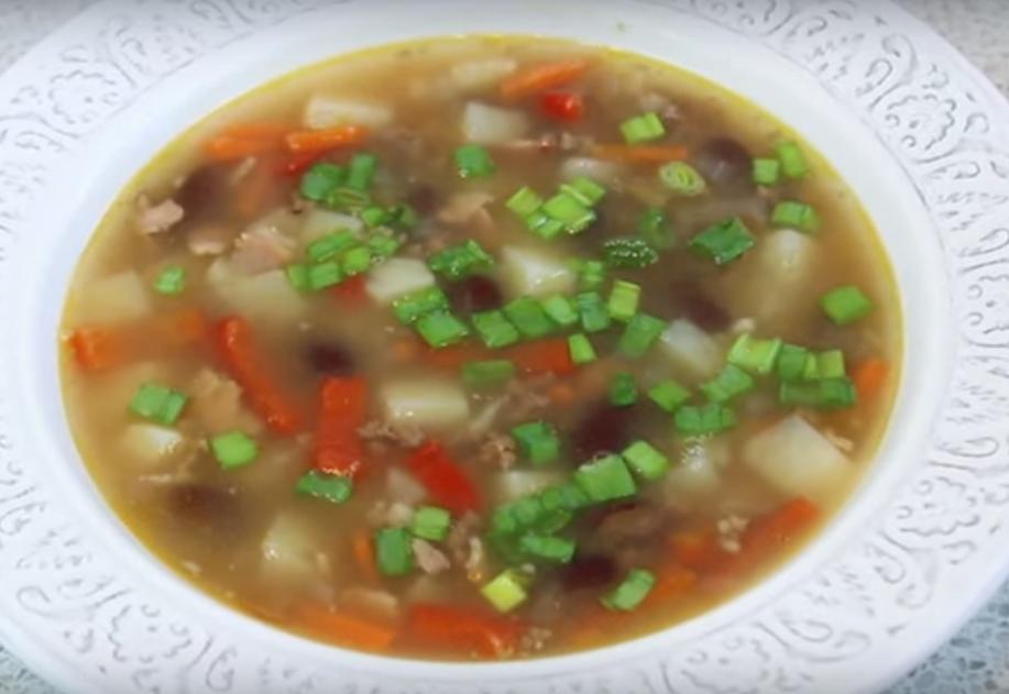 Быстрый мясной суп с фасолью