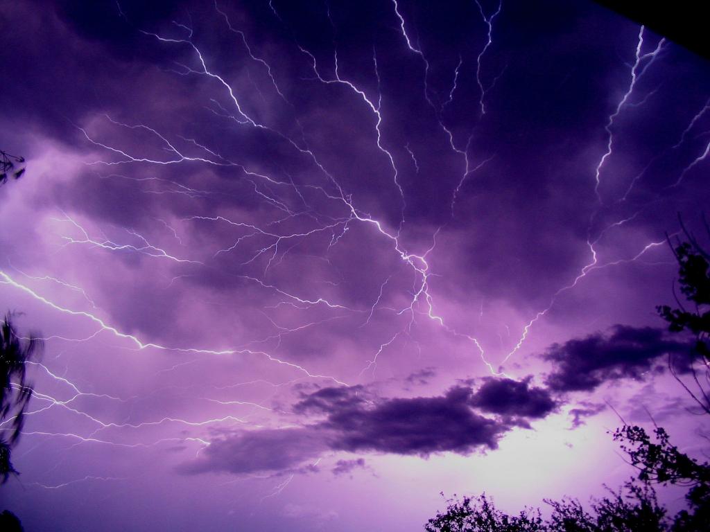 3432 Ураганы и смерчи в фотографиях