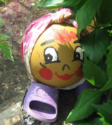 Садовые фигурки своими руками из подручных материалов фото