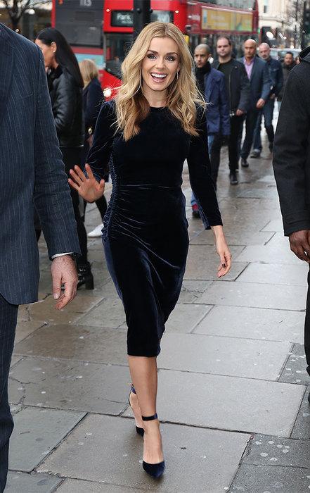 Черное платье для корпоратива: учимся у Николь Кидман, Лив Тайлер и других звезд
