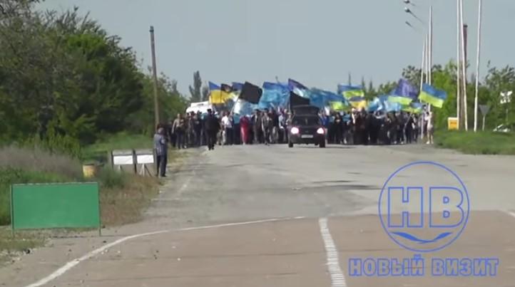 Это надо видеть: Евроукры устроили очередное шоу на границе с Крымом (видео)