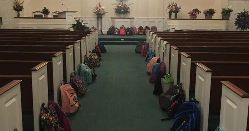 Умирающая учительница попросила принести на ее похороны вместо цветов портфели для малоимущих детей