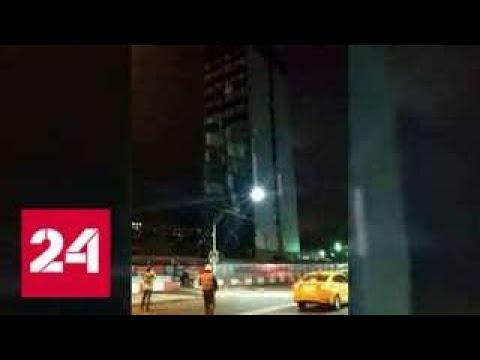 """""""Прям как наша экономика"""": В Москве бизнес-центр рухнул на проезжую часть"""
