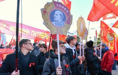 В Москве прошло шествие КПРФ…