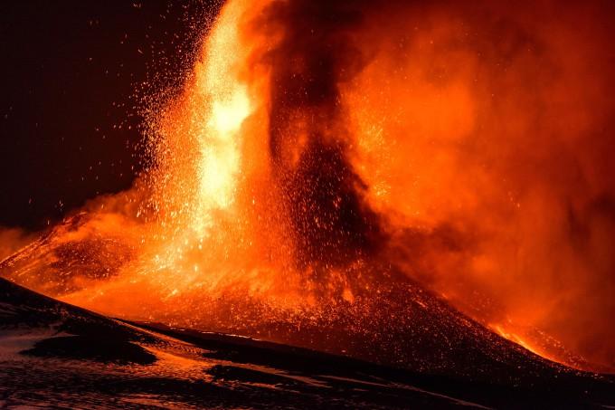 17 ноября 2013 года. Извержение вулкана Этна в Сицилии. Фото: Barcroft Media