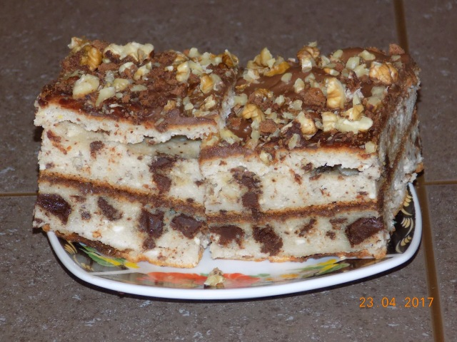 Творожная запеканка - торт с орехами и чёрным шоколадом