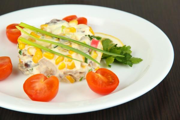 Салат из крабовых палочек с майонезом