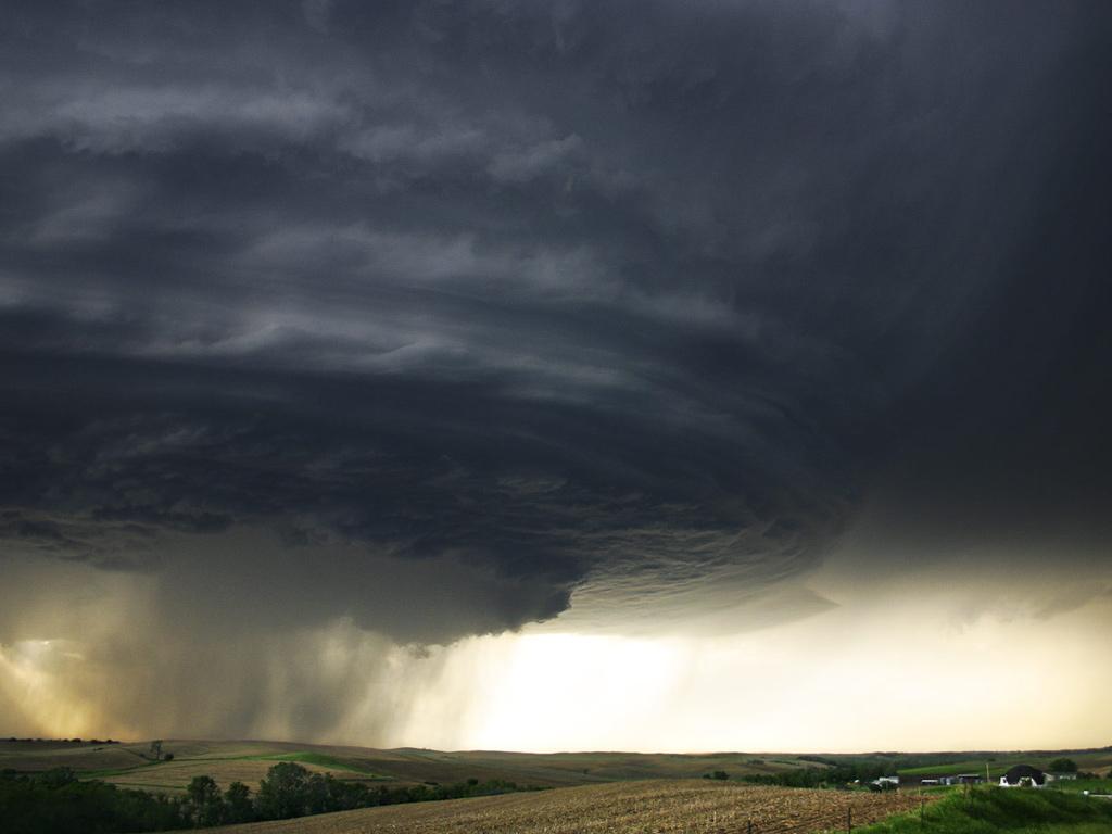 7149 Ураганы и смерчи в фотографиях