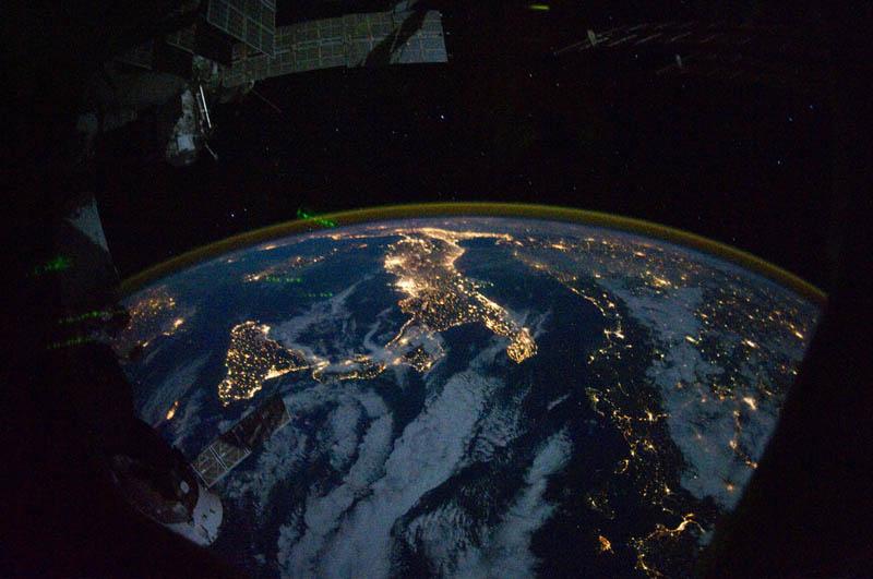 523 Ночь на планете: 30 фото из космоса
