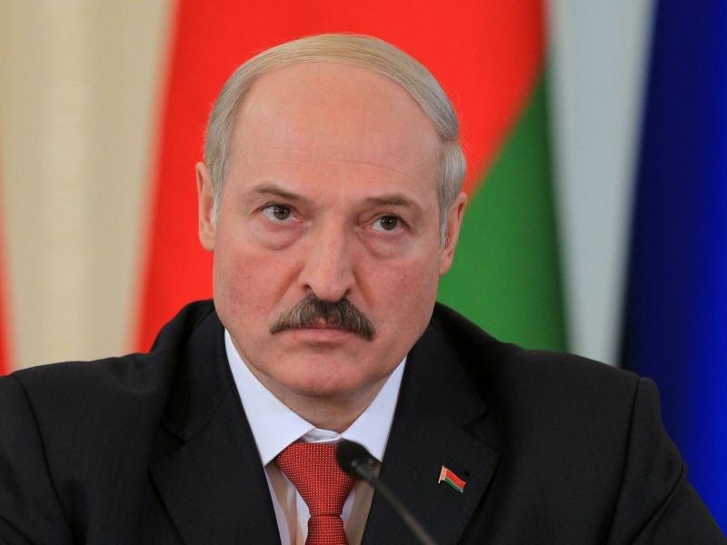 Лукашенко: Угрозы со стороны России нет, угроза с оружием и отморозками хлынула с юга